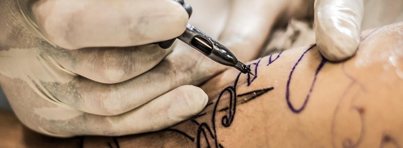 Kruste auf tattoo